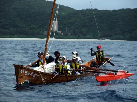 安室島横をひたすら漕いでいるところ